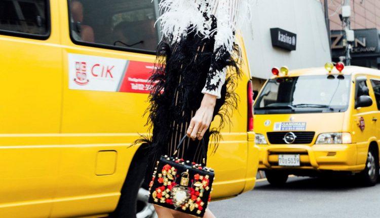 Dịch vụ chụp ảnh thời trang phong cách dạo tại Hà Nội