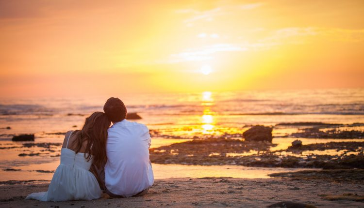 8 mẹo chụp ảnh cưới trên bãi biển đẹp lôi cuốn