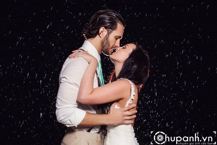 concept chụp ảnh cưới dưới mưa