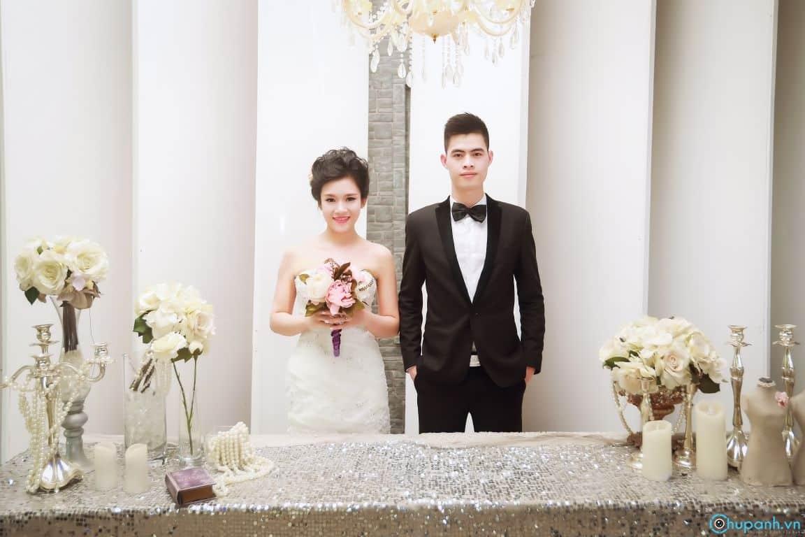 Ảnh cưới được chụp trong phim trường