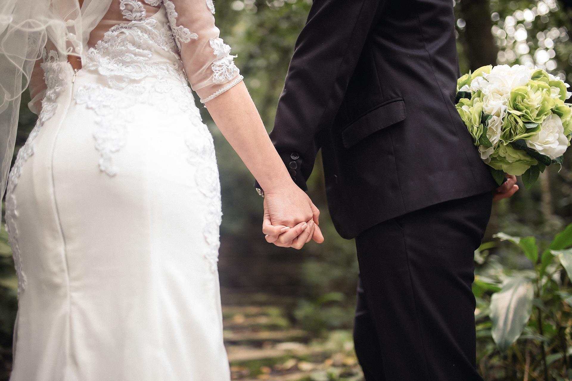 Những khoảnh khắc tình tứ, ngọt ngào của các cặp đôi