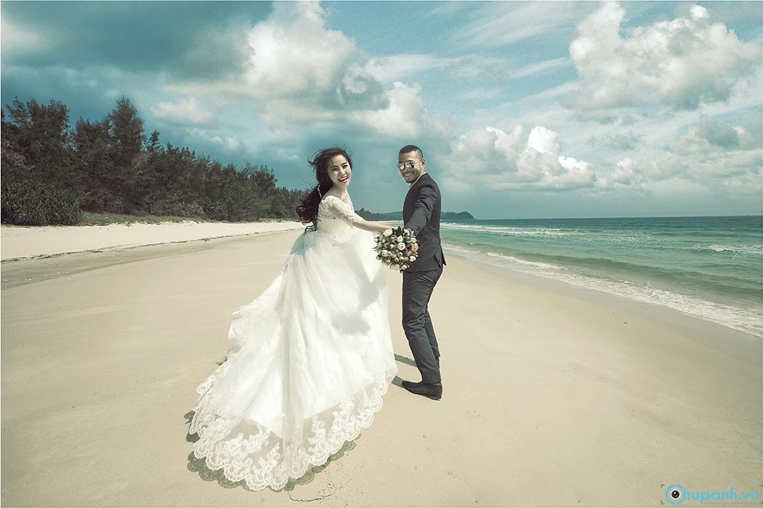 Ảnh cưới được chụp tại bờ biển Đà Nẵng