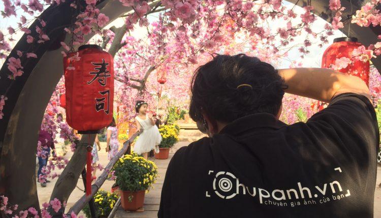 Chụp ảnh dã ngoại tại vườn hoa Phương Linh